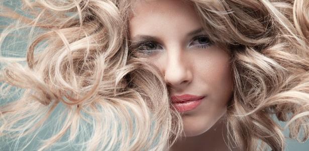 mulher-com-os-cabelos-loiros-1363129047290_615x300